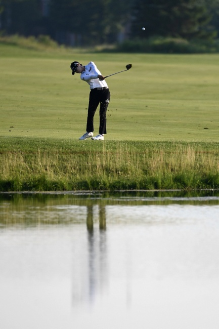 ▲ ONEIDA, WISCONSIN - JULY 06: Sung Hyun Park of the Republic of Korea hits her fourth shot on the 15th hole during the third round of the Thornberry Creek LPGA Classic at Thornberry Creek at Oneida on July 06, 2019 in Oneida, Wisconsin.   Stacy Revere/Getty Images/AFP == FOR NEWSPAPERS, INTERNET, TELCOS & TELEVISION USE ONLY ==   <All rights reserved by Yonhap News Agency>