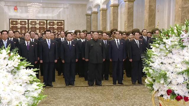 ▲ 김정은, 김일성 25주기 금수산태양궁전 참배