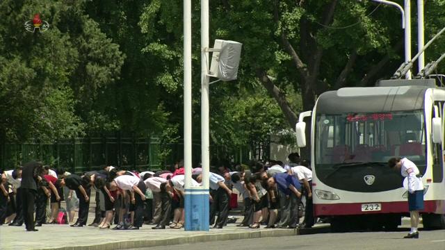 ▲ 북한 주민들, 김일성 25주기 맞아 일제히 묵념