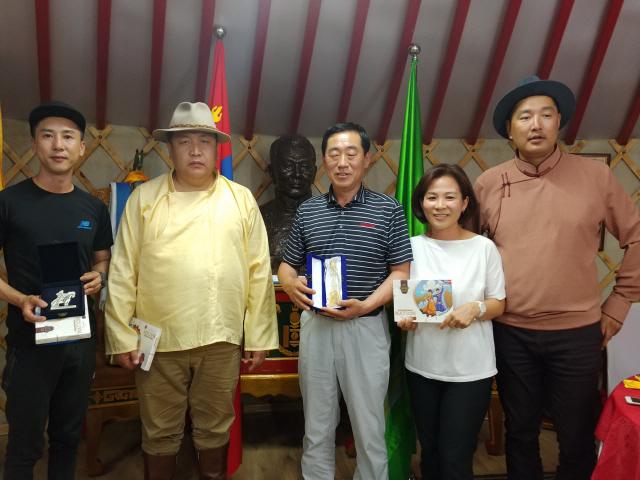 ▲ 강릉단오제 방문단은 지난 9일 튜브도 도청에서 샤랑키르 부도지사와 환담을 했다.
