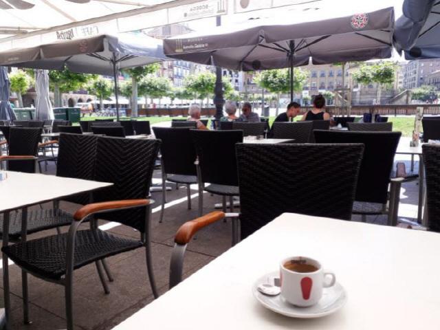 ▲ CAFE IRUNA 헤밍웨이가 앉았던 자리.