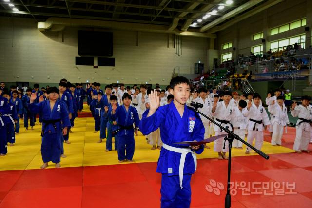▲ 도회장배 생활체육 유도대회가 지난 27일 화천체육관에서 선수단 1000여 명이 참가한 가운데 열렸다.