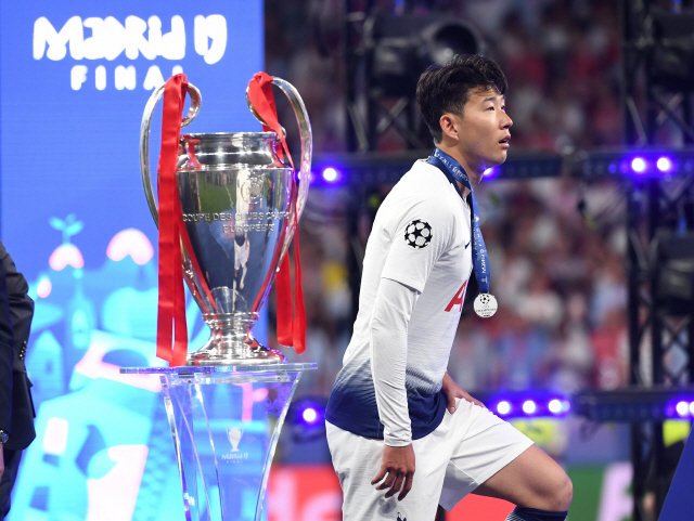 ▲ epa07620056 Heung-Min Son of Tottenham Hotspur reacts after losing the UEFA Champions League final between Tottenham Hotspur and Liverpool FC at the Wanda Metropolitano stadium in Madrid, Spain, 01 June 2019.  EPA/PETER POWELL    <All rights reserved by Yonhap News Agency>