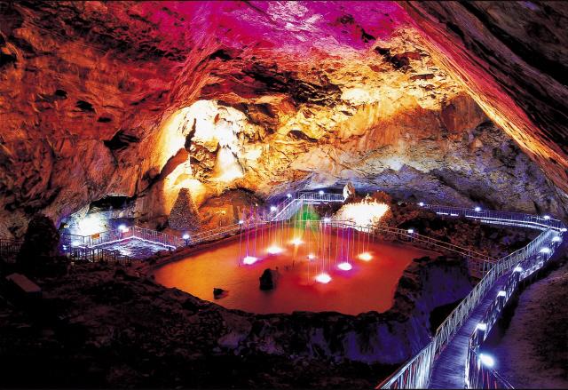 ▲ 용연동굴 분수대