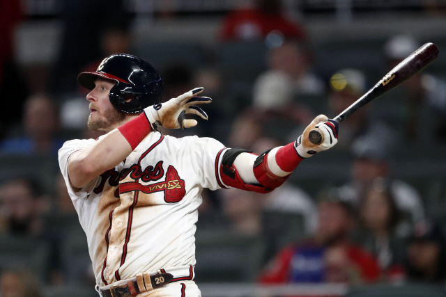 ▲ Atlanta Braves' Josh Donaldson follows through on a solo home run in the sixth inning of a baseball game against the Los Angeles Dodgers, Saturday, Aug. 17, 2019, in Atlanta. (AP Photo/John Bazemore)