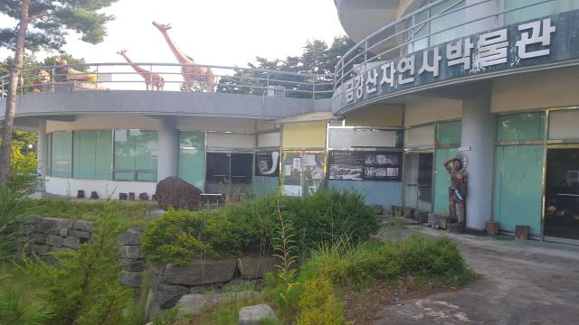 ▲ 금강산자연사박물관이 1년간 운영되지 않으면서 애물단지로 전락했다.