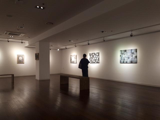 ▲ 동양철학을 담은 전통산수화를 선보이는 김철홍 작가 개인전이 지난 14일부터 20일까지 강릉시립미술관 제4전시실에서 '자연으로부터'를 주제로 열렸다.