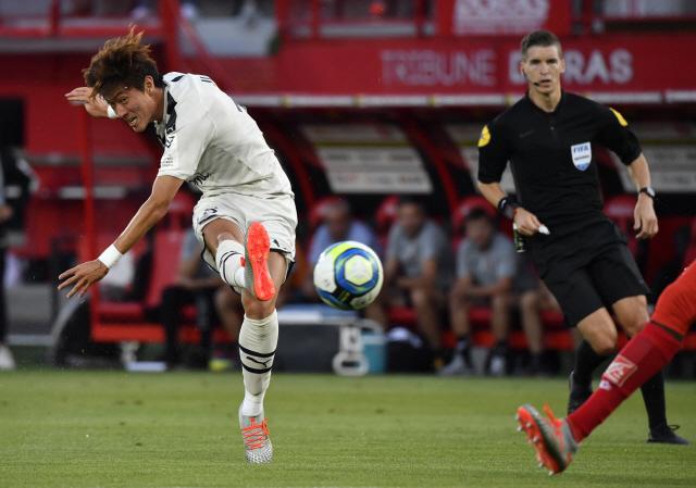 ▲ 황의조는 25일(한국시간) 프랑스 디종의 스타드 가스통-제라르에서 열린 2019-2020 리그앙 정규리그 3라운드 원정 경기에서 결승 골을 터뜨려 팀의 2-0 승리를 이끌었다.