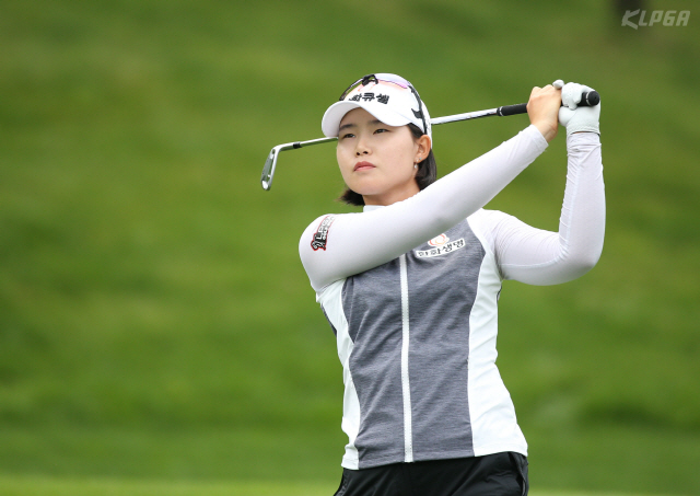 Ej Heejeong Lim was ironing the 5th hole during the final round of the High1 Resort Women Open Korea Women's Golf Tour (KLPGA) held at Jeongseon High1 Country Club on June 25. 2019.8.25