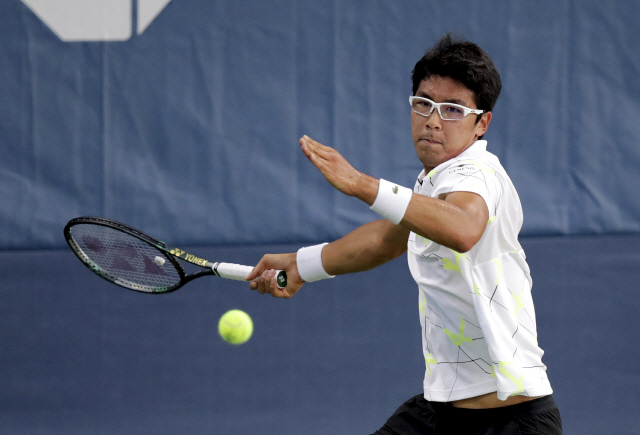 ▲ Hyeon Chung, of South Korea, returns a shot to Fernando Verdasco, of Spain, during the second round of the US Open tennis championships Thursday, Aug. 29, 2019, in New York. (AP Photo/Charles Krupa)