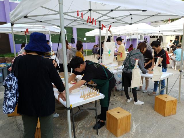▲ 춘천시문화재단은 30일 아르숲 생활문화센터에서 생활문화 동네잔치 '두근두근 아르숲'을 개최했다.