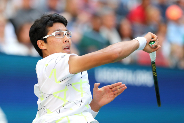 ▲ NEW YORK, NEW YORK - AUGUST 31: Hyeon Chung of South Korea returns a shot during his Men's Singles third round match against Rafael Nadal of Spain on day six of the 2019 US Open at the USTA Billie Jean King National Tennis Center on August 31, 2019 in Queens borough of New York City.   Elsa/Getty Images/AFP == FOR NEWSPAPERS, INTERNET, TELCOS & TELEVISION USE ONLY ==   <All rights reserved by Yonhap News Agency>