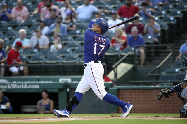 ▲ Aug 29, 2019; Arlington, TX, USA; Texas Rangers right fielder Shin-Soo Choo (17) bats during the first inning against the Seattle Mariners at Globe Life Park in Arlington. Mandatory Credit: Kevin Jairaj-USA TODAY Sports    <All rights reserved by Yonhap News Agency>