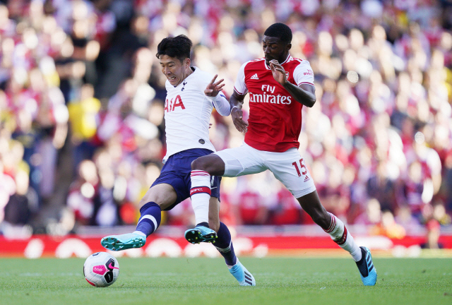 ▲ epa07810538 Arsenal's Ainsley Maitland-Niles (R) in action against Tottenham's Son Heung-min (L) during the English Premier League soccer match between Arsenal FC and Tottenham Hotspur in London, Britain, 01 September 2019.  EPA/WILL OLIVER EDITORIAL USE ONLY. No use with unauthorized audio, video, data, fixture lists, club/league logos or 'live' services. Online in-match use limited to 120 images, no video emulation. No use in betting, games or single club/league/player publications