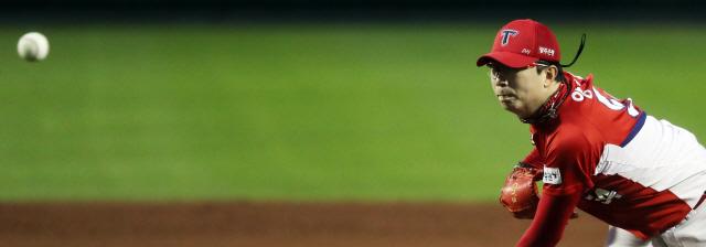 ▲ 3일 오후 대전 중구 한화생명 이글스파크에서 열린 2019 프로야구 한화와 KIA 경기. KIA 선발투수 양현종이 힘차게 공을 던지고 있다. 이날 경기에는 프리미어12(11월 개최) 일본 야구 대표팀 이나바 아쓰노리 감독이 관전했다. 2019.9.3