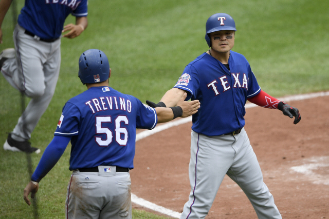 ▲ Texas Rangers' Shin-Soo Choo, right, of South Korea, celebrates with Jose Trevino (56) after they scored on a single by Nick Solak during the second inning of a baseball game against the Baltimore Orioles, Sunday, Sept. 8, 2019, in Baltimore. (AP Photo/Nick Wass)