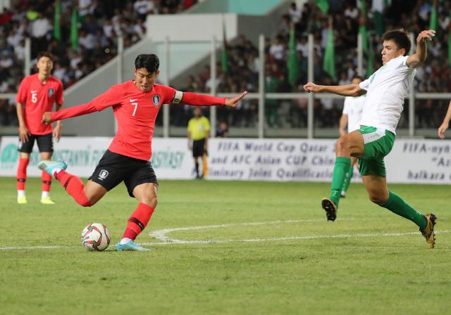 ▲ 10일(현지시간) 투르크메니스탄 아시가바트 코페트다그 스타디움에서 열린 2022 카타르 월드컵 아시아지역 2차 예선 H조 1차전 한국과 투르크메니스탄과의 경기. 한국 손흥민이 슛을 하고 있다. 2019.9.11