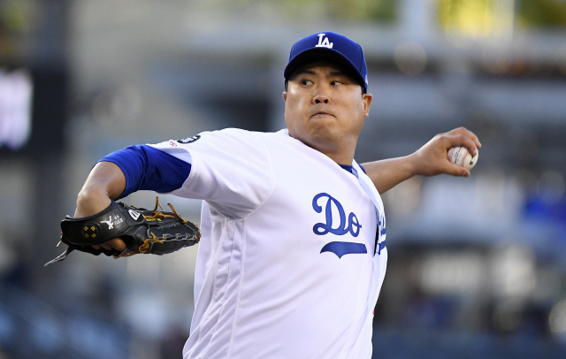 ▲ Los Angeles Dodgers starting pitcher Hyun-Jin Ryu, of South Korea, throws during the first inning of the team's baseball game against the Miami Marlins on Friday, July 19, 2019, in Los Angeles. (AP Photo/Mark J. Terrill)
