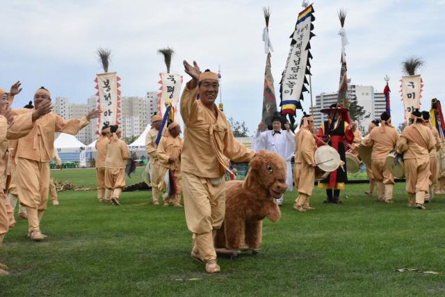 ▲ 동해 북평원님답교놀이가 제28회 강원민속예술축제 최우수상을 수상,2021년 한국민속예술축제에 도 대표로 출전한다.