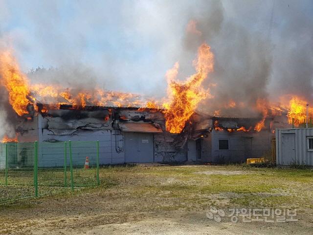 ▲ 24일 오전 11시 29분쯤 평창군 미탄면 평안리 풍력발전소에서 화재가 발생했다.강원도소방본부 제공