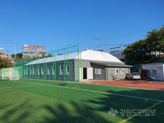 ▲ 비가림 시설 공사가 완료된 속초 공설운동장 게이트볼 장.