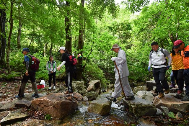 ▲ 한국 5대 적멸보궁 생태탐방로인 '정암사 자장율사 순례길'을 트레킹하며 수마노탑 국보 승격을 기원하는 희망공감 프로젝트가 오는 12일 열린다.