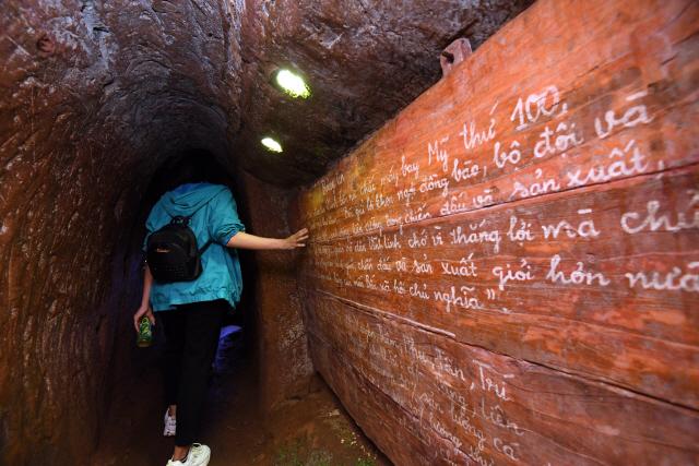 ▲ 폭격을 피하기 위해 마을주민들이 만든 빈목터널이 최근 관광지로 인기를 끌고 있다.