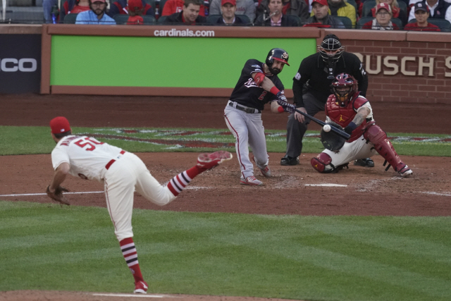 ▲ Washington Nationals' Adam Eaton hits a two-run scoring double during the eighth inning of Game 2 of the baseball National League Championship Series against the St. Louis Cardinals Saturday, Oct. 12, 2019, in St. Louis. (AP Photo/Charlie Riedel)