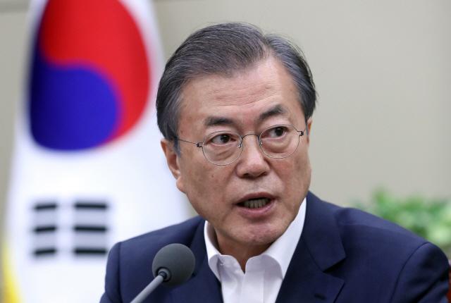 문재인 대통령이 14일 오후 청와대에서 열린 수석·보좌관 회의에서 발언하고 있다.