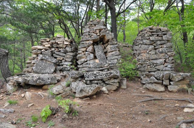 ▲ 국가지정 문화재 사적 553호로 지정 예정된 인제 한계산성 상성 천제단 모습.