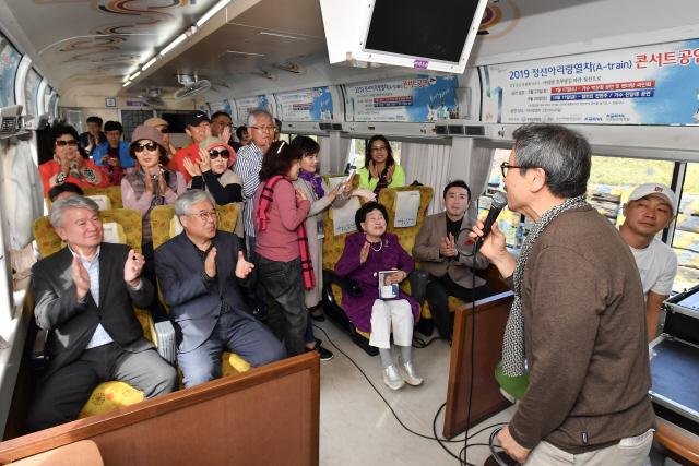 ▲ '광부의 귀향' 프로젝트는 서울 청량리역과 정선 아우라지역을 왕복하는 정선아리랑열차 토크 콘서트로 시작을 알렸다.