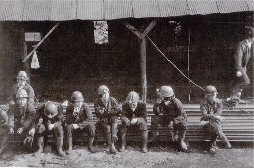 ▲ 옛 광산 근로자들의 모습.