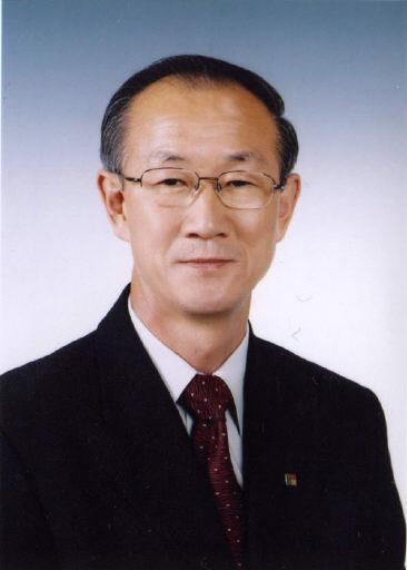 ▲ 김영칠 작가·전 철원부군수