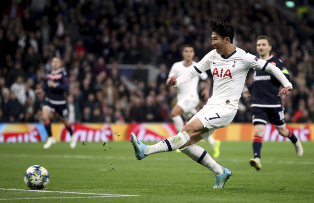 ▲ Tottenham Hotspur's Son Heung-min, center, scores his side's third goal of the game during the Champions League Group B match against Red Star at Tottenham Hotspur Stadium, London, Tuesday Oct. 22, 2019. (Nick Potts/PA via AP)