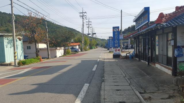 ▲ 지난 26일 주말임에도 동해안 최북단마을 고성 명파리 마을이 정적에 휩싸여있다.