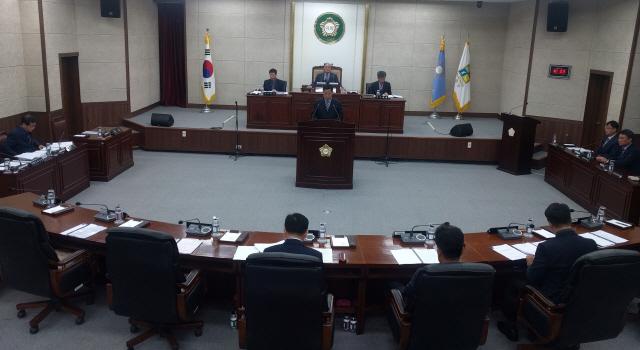 ▲ 철원군의회(의장 문경훈)는 28일 제256회 임시회 제5차 본회의를 끝으로 14일간의 의사일정을 마쳤다.