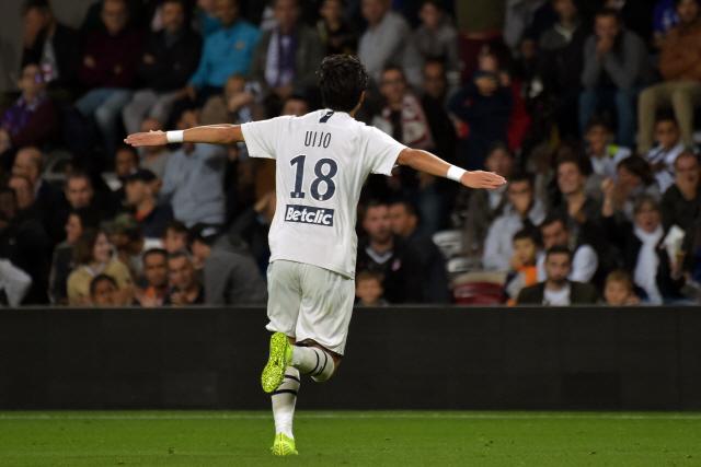 ▲ 황의조(보르도)가 5일(현지시간) 프랑스 툴루즈의 툴루즈 스타디움에서 열린 리그앙 정규리그 9라운드 툴루즈와의 원정경기에서 후반 8분 환상적인 중거리슛을 성공시킨 후 세리머니를 펼치고 있다.