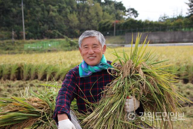 ▲ 한국쌀전업농중앙연합회 김광섭 회장은 귀농후 대농의 꿈을 이루며 행복한 농부이 삶을 살아가고 있다.
