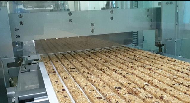 ▲ 에스앤푸드의 새로운 에너비자 브랜드 '심플잇' 제품이 강릉 공장에서 생산되고 있다.