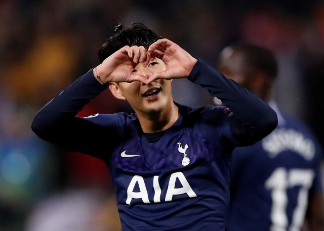▲ Soccer Football - Champions League - Group B - Crvena Zvezda v Tottenham Hotspur - Rajko Mitic Stadium, Belgrade, Serbia - November 6, 2019  Tottenham Hotspur's Son Heung-min celebrates scoring their third goal   Action Images via Reuters/Andrew Boyers    <All rights reserved by Yonhap News Agency>