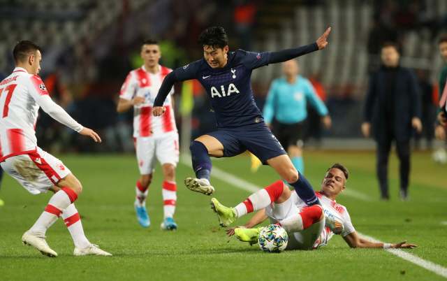▲ Soccer Football - Champions League - Group B - Crvena Zvezda v Tottenham Hotspur - Rajko Mitic Stadium, Belgrade, Serbia - November 6, 2019  Tottenham Hotspur's Son Heung-min in action with Crvena Zvezda's Njegos Petrovic   REUTERS/Marko Djurica    <All rights reserved by Yonhap News Agency>