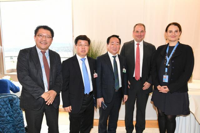 ▲ 평창군 대표단은 7,8일 스위스 제네바에서 열린 Peace week(평화주간) 행사에서 세계 각국 인사들과 평화도시 연대방안에 대해 의견을 나눴다.