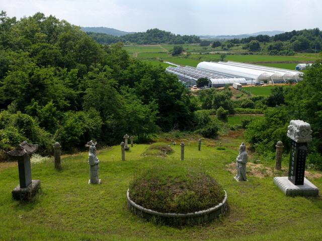 ▲ 사진은 동송읍 하길리 여우산(군량봉) 소재 김응하 장군의 묘소.