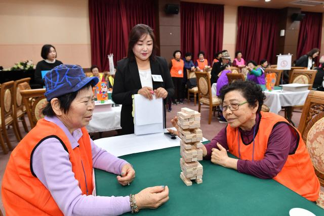 ▲ 폐광지역 시니어를 위한 '보드게임 대회'가 13일 고한읍종합복지회관에서 열렸다.