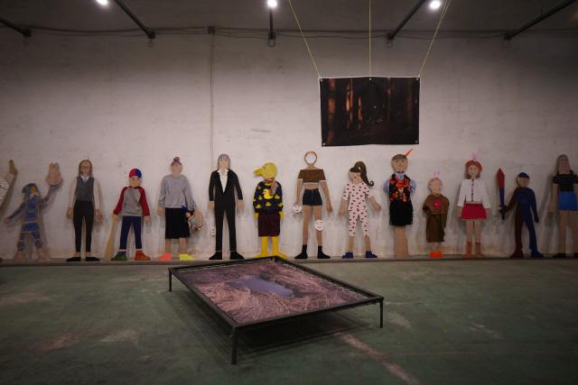 ▲ 평창 대관령 포테이토 클럽에 지역 아이들이 직접 만든 작품과 전문 작가들의 작품이 전시돼 있다.
