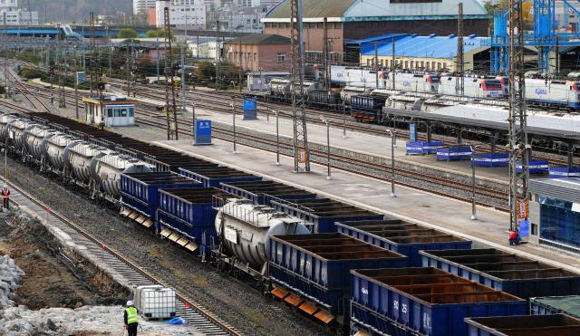 ▲ 철도파업 이틀째인 21일 동해역에 화물열차와 빈 화차 등이 멈춰서 있다.이재용