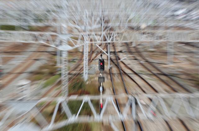 ▲ 철도파업 이틀째인 21일 부산 동구 부산역 인근 선로에 빨간불이 들어와 있다. 서울역과 부산역 등 전국 주요 역에서는 파업 여파에 따른 열차 감축 운행으로 승객들이 불편을 겪고 있다. 2019.11.21