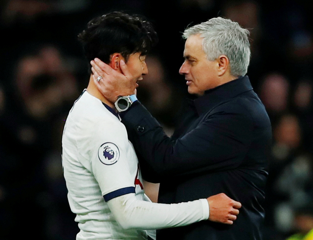 """▲ Soccer Football - Premier League - Tottenham Hotspur v Burnley - Tottenham Hotspur Stadium, London, Britain - December 7, 2019  Tottenham Hotspur manager Jose Mourinho and Tottenham Hotspur's Son Heung-min celebrate after the match                         REUTERS/Eddie Keogh  EDITORIAL USE ONLY. No use with unauthorized audio, video, data, fixture lists, club/league logos or """"live"""" services. Online in-match use limited to 75 images, no video emulation. No use in betting, games or single club/league/player publications.  Please contact your account representative for further details. <All rights reserved by Yonhap News Agency>"""