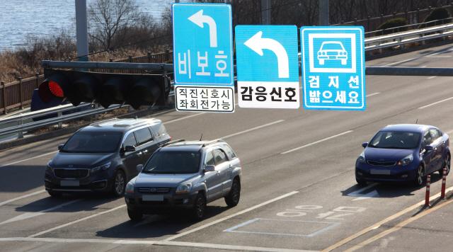 ▲ 국도44호선 미시령 힐링가도 등 총 15개 구간을 대상으로 한 감응신호시스템 구축사업이 지난 7일 마무리했다.