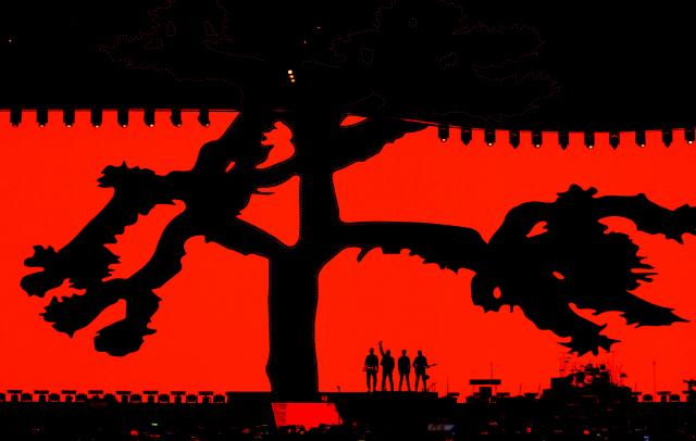 ▲ 아일랜드 출신의 세계적인 록밴드 U2가 8일 오후 서울 구로구 고척스카이돔에서 역사적인 첫 내한 공연을 펼치고 있다.